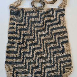 Traditional fibre bilum zig zag design