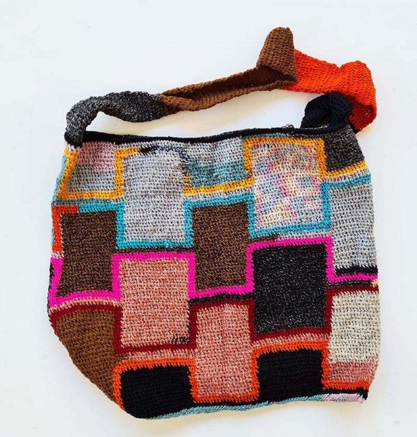 Skin pik design bilum in synthetic yarn